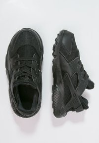 Nike Sportswear - HUARACHE RUN UNISEX - Trainers - black - 1