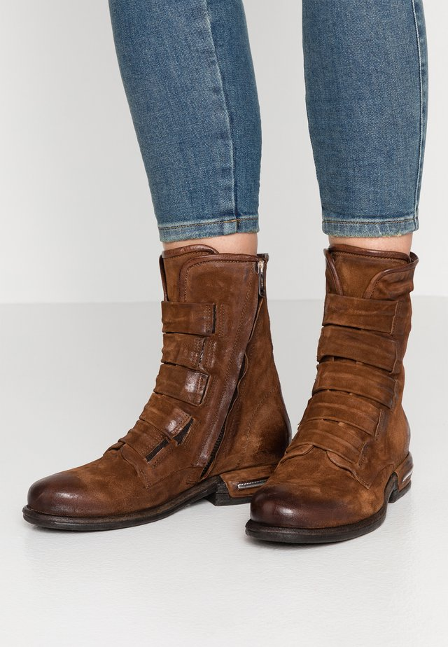 Classic ankle boots - calvados