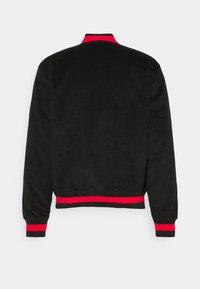 Nike SB - CORD SKATE UNISEX - Giubbotto Bomber - black/university red - 1