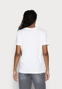 Selected Femme Petite - SLFMY PERFECT TEE BOX - Jednoduché triko - bright white - 2