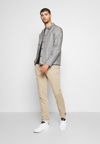 Tommy Hilfiger - CORE STRAIGHT FLEX - Chino - khaki - 1