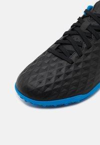 Nike Performance - JR TIEMPO LEGEND 8 ACADEMY TF UNISEX - Astro turf trainers - black/siren red/light photo blue - 5