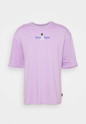 OVERSIZE UNISEX - Print T-shirt - lilac