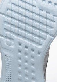 Reebok - REEBOK LITE 2.0 SHOES - Neutral running shoes - gray - 5