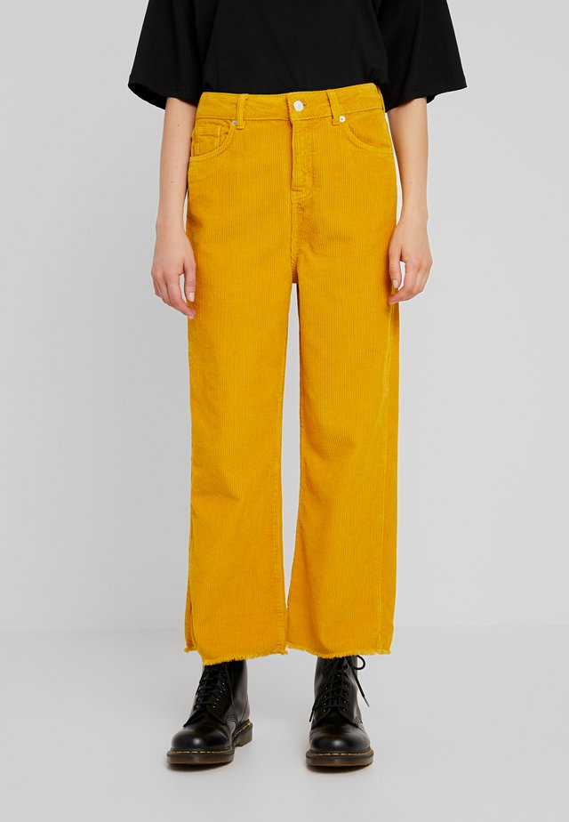 NINA WIDE LEG - Trousers - nug gold