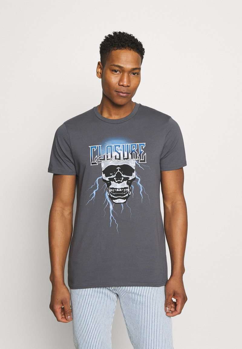 CLOSURE London - SKULL ROCK TEE - Print T-shirt - anthrazit