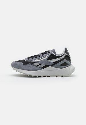 CL LEGACY AZ UNISEX - Sneakersy niskie - cold grey 5/silver metallic/black