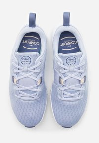 Nike Performance - CITY TRAINER 3 - Obuwie treningowe - ghost/guava ice/world indigo/white - 3