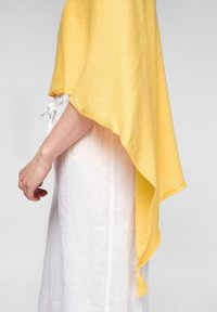 s.Oliver - Cape - yellow - 5