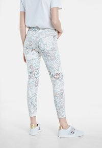 Desigual - DELFOS - Jeans Skinny Fit - white - 2