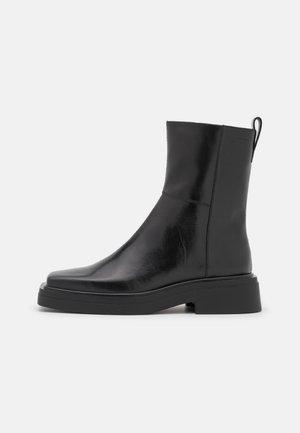 EYRA - Korte laarzen - black
