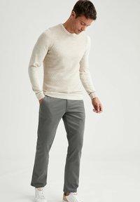 DeFacto - Stickad tröja - beige - 1