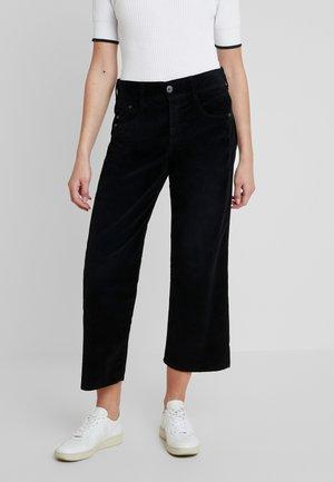 GILA SAILOR CROPPED - Kalhoty - black