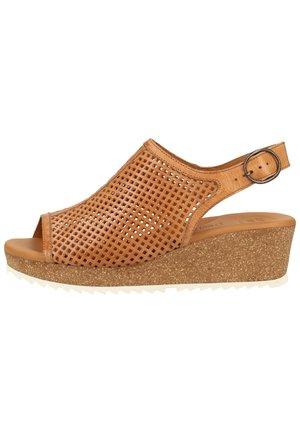 PAUL GREEN SANDALEN - Wedge sandals - mittelbraun 36