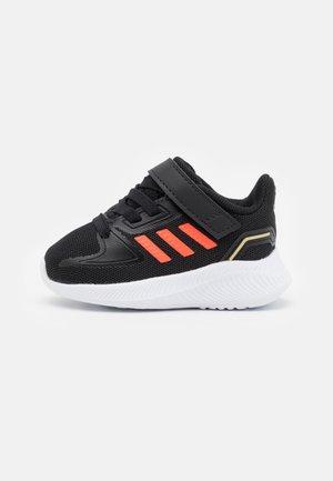 RUNFALCON 2.0 UNISEX - Obuwie do biegania treningowe - core black/solar red/footwear white