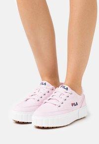 Fila - SANDBLAST - Sneakers laag - light lilac - 0