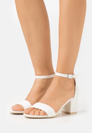 LOW BLOCK HEEL - Sandals - white