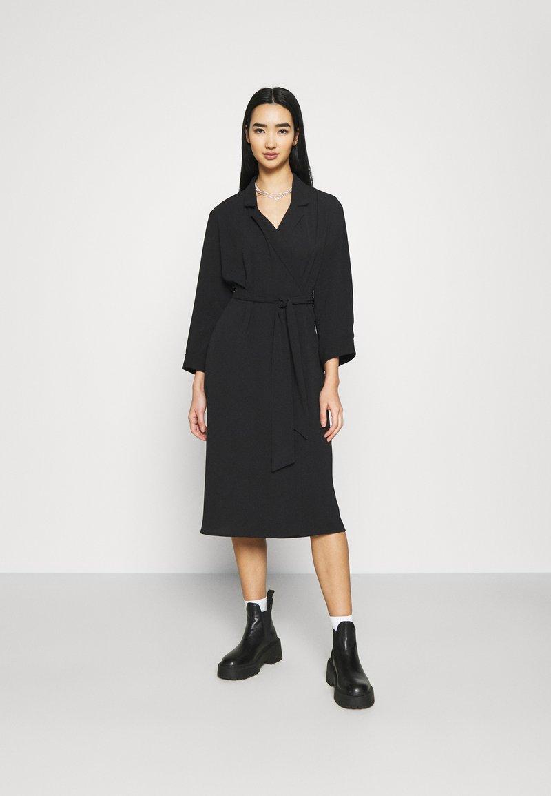 Monki - ANDIE DRESS - Kjole - black dark unique