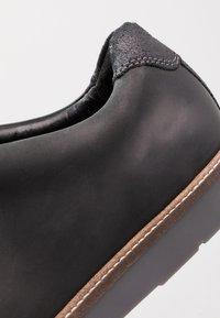 Clarks - GRANDIN PLAIN - Casual lace-ups - black - 5