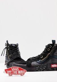 Vans - SK8-HI REISSUE CAP - Höga sneakers - black/true white - 7