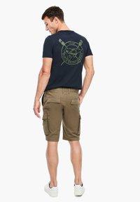 s.Oliver - REGULAR FIT - Shorts - khaki - 2