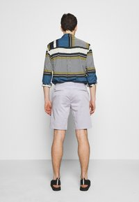 Paul Smith - GENTS - Shorts - lilac - 2
