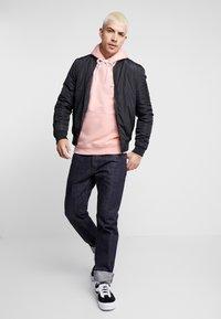 Common Kollectiv - UNISEX BACK PRINTED SLOGAN DREAM HOODIE - Bluza z kapturem - pink - 3