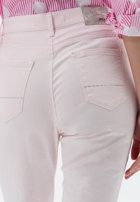 BRAX - MARY SLIM FIT - Straight leg jeans - pink - 3