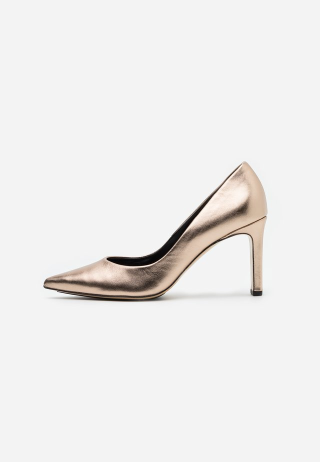 High Heel Pumps - metallic gold