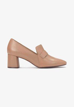GAURA - Classic heels - light brown