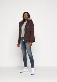 Vero Moda Petite - VMAGNESBEA - Light jacket - chocolate plum - 1