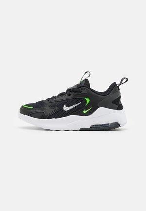 AIR MAX BOLT UNISEX - Sneakers basse - black/chrome/dark smoke grey/green strike