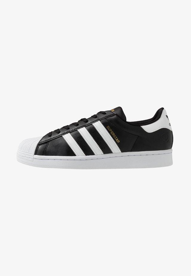 SUPERSTAR VEGAN - Sneakers - core black/footwear white/gold metallic