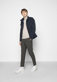 J.LINDEBERG - SASHA PLEATED PANTS - Trousers - grey melange - 1