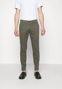 DRYKORN - MAD - Pantaloni - mottled olive - 0