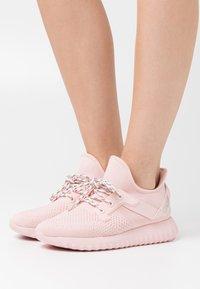 Calvin Klein Jeans - RONETTE - Zapatillas - crystal pink/silver - 0