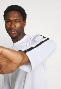 Armani Exchange - Long sleeved top - white - 4