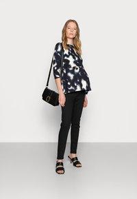 Anna Field MAMA - Jeans Skinny Fit - black - 1