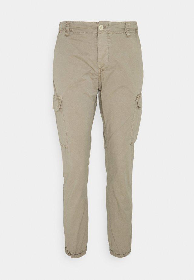 PANTS - Pantaloni cargo - sand