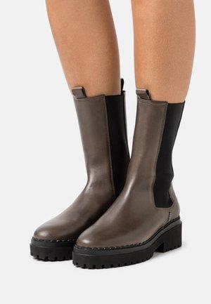 FAE ADAMS - Platform boots - khaki