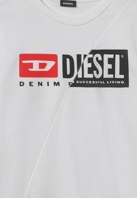 Diesel - SGIRKCUTY OVER UNISEX - Sweatshirt - bianco - 2