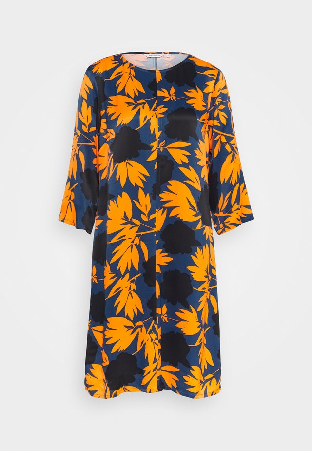 SIJA PIONIPENSAS DRESS - Korte jurk - orange