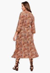 Triangle - MIT WICKELEFFEKT - Day dress - orange aop - 2