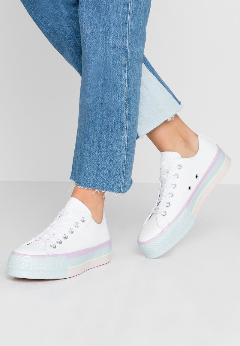 Converse - CHUCK TAYLOR ALL STAR LIFT GLOSSY MIDSOLE - Joggesko - white/lilac mist/polar blue
