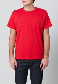 GANT - THE ORIGINAL - T-shirt - bas - bright red - 1
