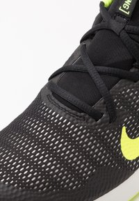 Nike Performance - LEGEND ESSENTIAL - Scarpe da fitness - black/volt/spruce aura - 5