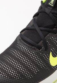 Nike Performance - LEGEND ESSENTIAL - Chaussures d'entraînement et de fitness - black/volt/spruce aura - 5