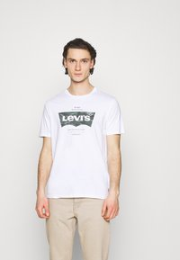 Levi's® - HOUSEMARK GRAPHIC TEE - Print T-shirt - white - 0