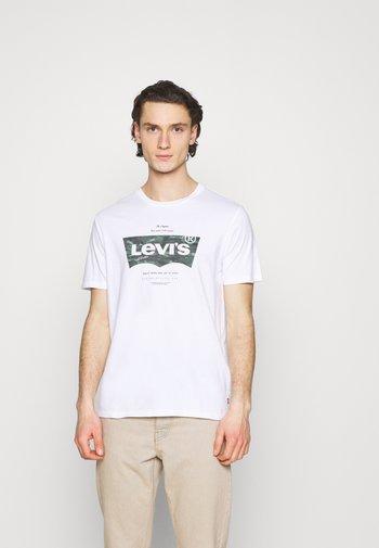 HOUSEMARK GRAPHIC TEE - Print T-shirt - white