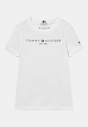 ESSENTIAL TEE - Print T-shirt - white